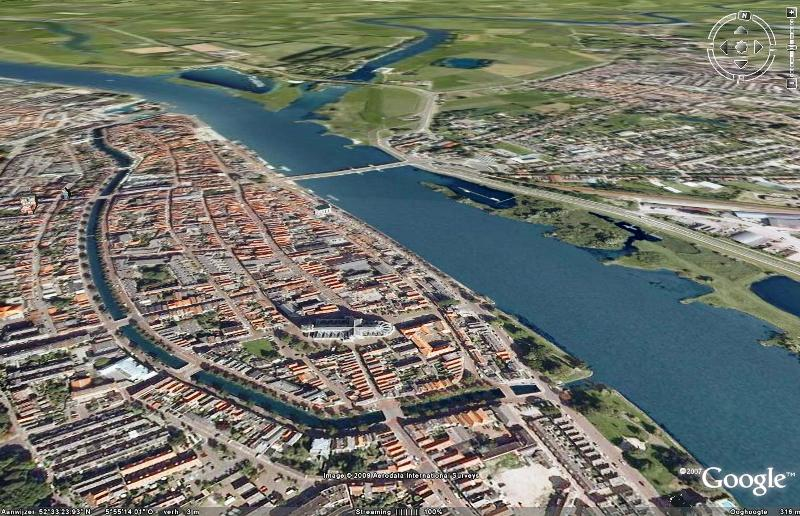 De Waterkering Kampen-Midden loopt van de Bovenhaven tot de Buitenhaven en is zo'n 2 km lang.