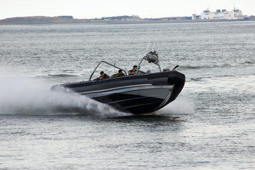 Wist u bijvoorbeeld dat een Military RIB soms zo hoog gelanceerd kan worden  dat bij de touchdown op het water, de impact tot 6g kan oplopen?